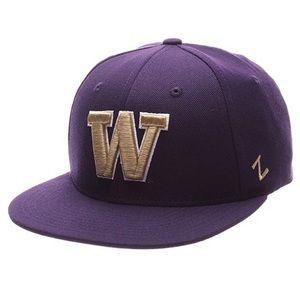 Washington Huskies M15 Fitted Hat NWT Size 7 1/4
